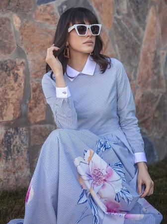 BERRENstudio - Koyu Renk Çizgili Çiçekli Elbise